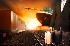 Inwestora i zbiornika pociągi, handlowy statek na portowych zafrachtowaniach c Fotografia Stock