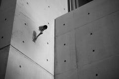 Inwigilaci kamera bezpieczeństwa z betonową ścianą Zdjęcia Stock