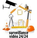 Inwigilaci kamera i ochrony pojęcie - Zamyka w górę inwigilaci cctv kamery na bramie budów ludzie z racy światłem Fotografia Royalty Free