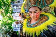 Inwoner geklede danser in Crystal Cove in de Filippijnen royalty-vrije stock foto