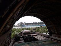 Inwoner van Bangladesh Motorboot stock fotografie