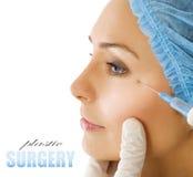 Inyección de Botox. Cirugía plástica Imágenes de archivo libres de regalías