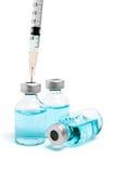 Inyección de la droga con la jeringuilla hipodérmica en blanco Imagen de archivo libre de regalías