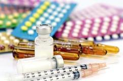 Inyección y medicaciones orales Foto de archivo