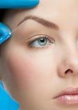 Inyección cosmética del botox Fotos de archivo libres de regalías
