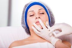 Inyecciones cosméticas de Botox del procedimiento fotos de archivo