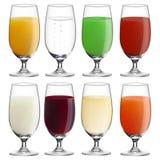 Inzameling (plaats) van glazen met diverse dranken Royalty-vrije Stock Afbeelding