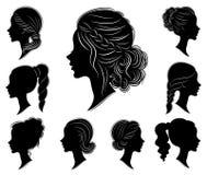 inzameling Silhouet van een hoofd van een zoete dame in verschillende kaders Het meisje toont een vrouwens kapsel op middelgroot  vector illustratie