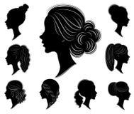 inzameling Silhouet van een hoofd van een zoete dame in verschillende kaders Het meisje toont een vrouwens kapsel op middelgroot  stock illustratie