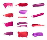 Inzameling van bevlekte die lippenstiften op wit wordt geïsoleerd stock afbeelding