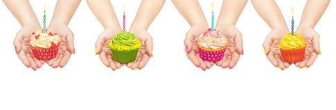 Inzameling van cupcakes ter beschikking Stock Afbeeldingen