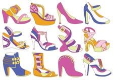 Inzameling van de schoenen van modieuze vrouwen royalty-vrije illustratie