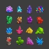 Inzameling van decoratiepictogrammen voor spelen Reeks beeldverhaalkristallen stock illustratie