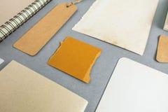 Inzameling van divers document, karton, markering, kaart en boek met Stock Foto