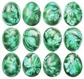 Inzameling van Dozijn Afdrukken van het Onkruidbladeren van Paaseieren Geverfte die Emerald Green And Decorated With op Witte Ach royalty-vrije stock afbeelding
