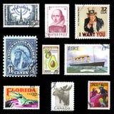 Inzameling van Europese en Amerikaanse postzegels Stock Foto