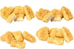 Inzameling van Gebraden kippengoudklompjes die op witte achtergrond wordt geïsoleerd Stock Afbeelding