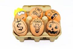 Inzameling van grappige eieren met gezichtsgevoel, creatief idee concep Royalty-vrije Stock Foto's