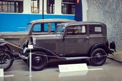 Inzameling van historisch gekend en voertuigen aan het van het het Vervoermuseum van München Museum Verkehrszentrum van Deutsches stock foto's