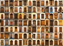 Inzameling van internationale houten deuren royalty-vrije stock fotografie
