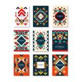 Inzameling van kaartmalplaatjes met etnische patronen Abstract ontwerp met geometrische vormen Kleurrijke vlakke vectorelementen Stock Foto's