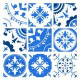 Inzameling van keramische tegels met verschillende traditionele oosterse patronen en antieke decoratieve ornamenten in blauw en royalty-vrije illustratie