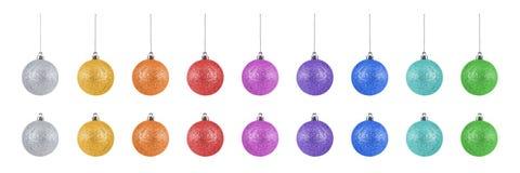 Inzameling van kleurrijke die Kerstmisballen op witte achtergrond wordt geïsoleerd Royalty-vrije Stock Foto's