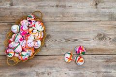 Inzameling van kleurrijke hand geschilderde paaseieren Stock Afbeeldingen