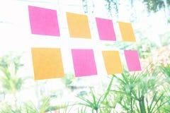Inzameling van kleurrijke post-itdocument nota Stock Foto's