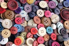Inzameling van knopen van verschillende kleuren Stock Foto's