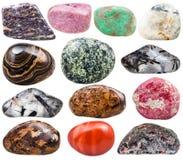 Inzameling van natuurlijke mineraal getuimelde halfedelstenen stock foto's
