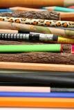 Inzameling van ongebruikelijke potloden voor het in kaart brengen en het trekken Stock Foto's