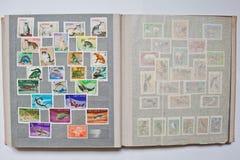 Inzameling van postzegels in album van Vietnam royalty-vrije stock afbeelding