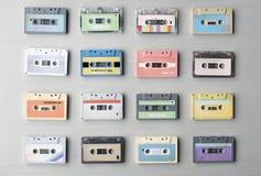 Inzameling van Retro de Bandjaren '80 van de Muziek Audiocassette stock foto's