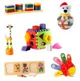 Inzameling van speelgoed voor jonge die kinderen op witte achtergrond worden geïsoleerd Stock Afbeelding