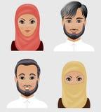 Inzameling van vectoravatars Moslimmannen en vrouwen Gezichten van Arabier Stock Afbeeldingen