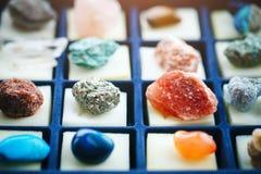Inzameling van verschillende mineralen geology Selectieve nadruk stock fotografie