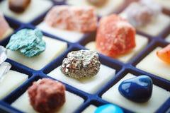 Inzameling van verschillende mineralen geology Selectieve nadruk stock foto's