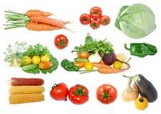 Inzameling van verse groenten die op wit wordt geïsoleerd Stock Foto's