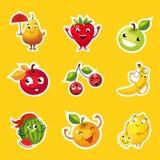 Inzameling van Vruchten Stickers, Peer, Apple, Sinaasappel, Kers, Citroen, Watermeloen, Banaankarakters met Grappige Gezichtenvec royalty-vrije illustratie
