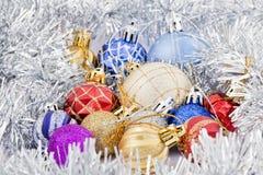 Inzamelingen van gekleurd Kerstmisspeelgoed Stock Foto