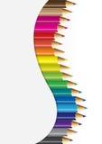Inzamelingen van kleurenpotloden in gebogen concept stock illustratie