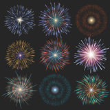 Inzamelings feestelijk vuurwerk van diverse die kleuren op een zwarte achtergrond worden geschikt Geïsoleerde uitbarstingen trans Royalty-vrije Stock Fotografie