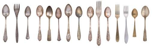 Inzamelings uitstekende die lepels, vorken en mes op een witte achtergrond worden ge?soleerd Retro tafelzilver stock afbeelding
