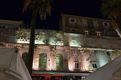 Iocletian宫殿在晚上 库存图片