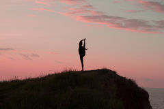 Ioga da manhã da jovem mulher Foto de Stock Royalty Free