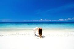 Ioga da praia Imagem de Stock Royalty Free