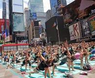 A ioga esquadra às vezes Imagens de Stock Royalty Free