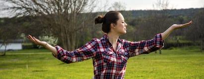 Ioga fazendo fêmea saudável Imagem de Stock Royalty Free