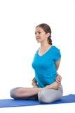 Ioga - mulher bonita nova que faz o excerise do asana da ioga isolado imagens de stock